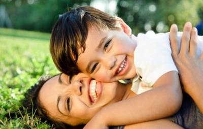 Γιατί οι γονείς πληγώνουν τόσο βαθειά; Της Ιφιγένειας Πανέτσου