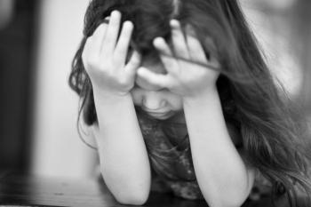 7 Κοινά Τραύματα που εμφανίζουν οι Κόρες που δεν έχουν αγαπηθεί από τις μητέρες τους